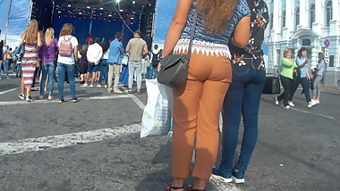 Juicy ass girls in tight pants
