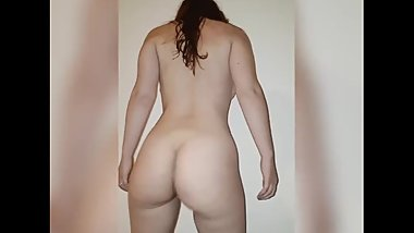 Teen girl pissing on the floor