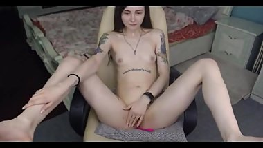 2 18yo with tats plays with herself