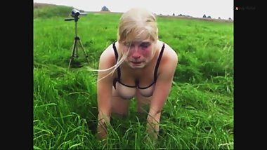Clip 11Lil Lili Outdoor Spanking und Posing - FACE