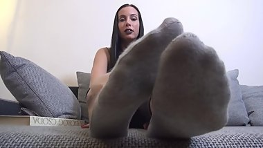 Goddess Rea Showing Her Big Sexy Feet in Ped Socks