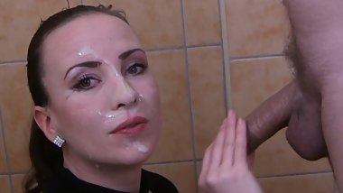 Gorgeous Sylvia Chrystall's Huge Facial cfnm Blowjob in Her Bathtube