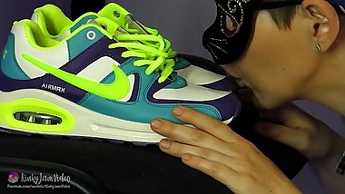 ASMR SEX with NIKE AIR MAX! Sneakers cum from the babe's tongue!