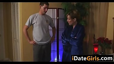 Aussie stepson likes to fuck her mom   - I meet my adult partner from &gt_  iDateGirls.com