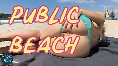 BLONDE TEEN FLASHING ASS AND SUCK A HUGE COCK ON THE BEACH