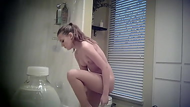 HOT TEEN SPYING BATHROOM SHOWER NAKED VOYEUR