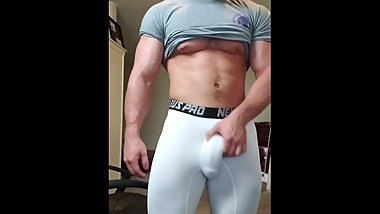 Hotmuscles6t9 Rubbing my big cock in sexy compression! Sexy bodybuilder