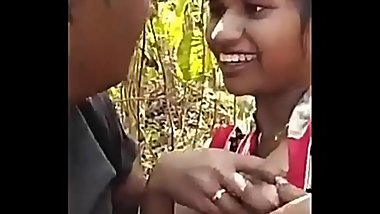 Indian Girlfriend enjoying in jungle // Watch Full 21 min Video At http://wetx.pw/desigf