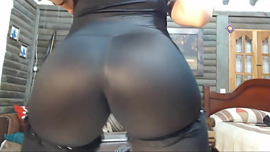 Perfect ASS in leggings