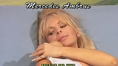 Sexy Mercedes Ambrus - Raro video