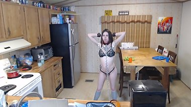 Amateur slave cleans the kitchen in chains