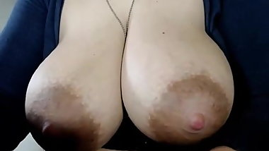 Webcam babe with big tits a niples