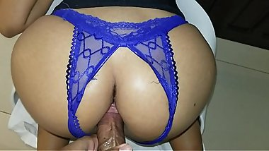 Sexo anal,a night full of desires a lot of passion I feel hot and I see my stepfather and he takes me to a hotel and fulfills my sexual fantasy and then he gives me his milk