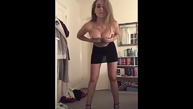Teen strips and show body off