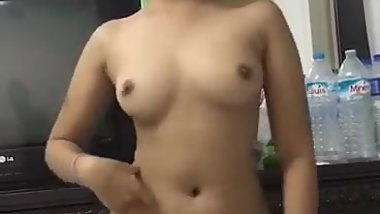 Beautiful Asian girl Nude dance