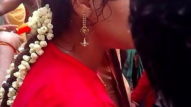 Madurai hot young girl wet chudi with boobs at public part:2