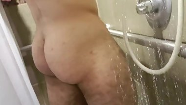 Amateur Teen Masturbating Hard at Public Gym!!!Part1